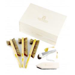 Marco Ricci Zestaw Nr 7 szczotki do pielęgncji obuwia w drewnianym pudełku